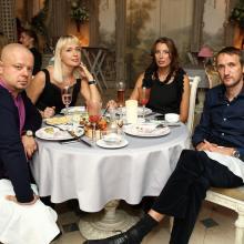 Даниил Левин с супругой и друзьями
