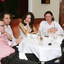 Елена Горбачева с поклонникми